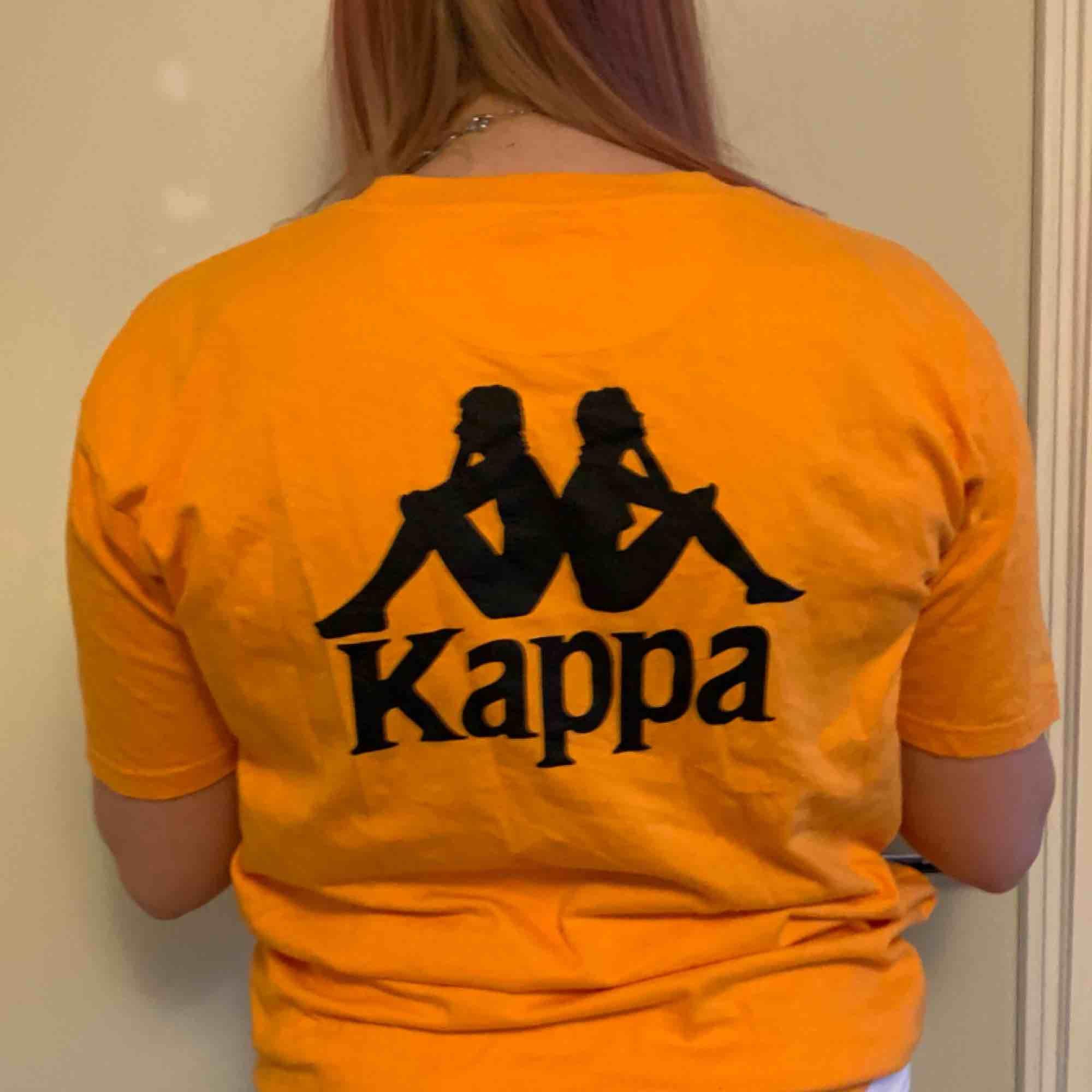 Orange Kappa t-shirt. Köpt på Afund i somras. Frakt tillkommer. T-shirts.