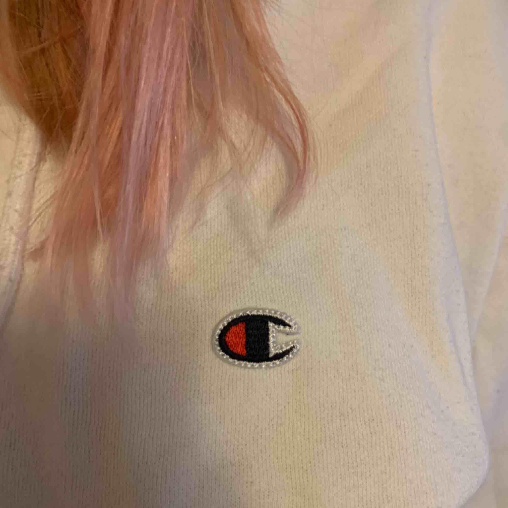En vit sipup hoodie från champion. Frakt tillkommer. Tröjor & Koftor.