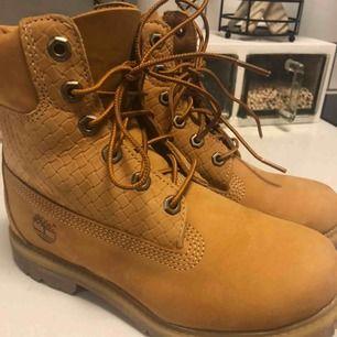 Timberland Icon Beige 6in Premium Boots - Wheat Storlek 36 Sparsamt använda Nypris: 1295:- Mitt pris: 800:-