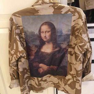 Skitball skjortjacka från reclaimed vintage som tyvärr inte kommer till användning längre. Använd max 5 ggr så den är i väldigt bra skick Ganska oversize så passar även M/L Köparen betalar frakten.
