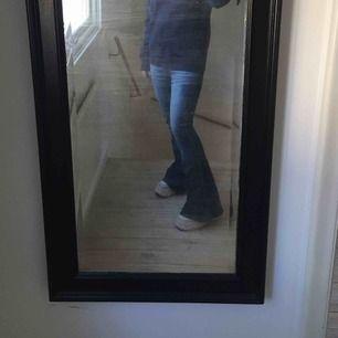 Italienska jeans från miss sixthy. I mycket bra skick och dem är lowwaist, riktig 2000-tals anda om dem 😍