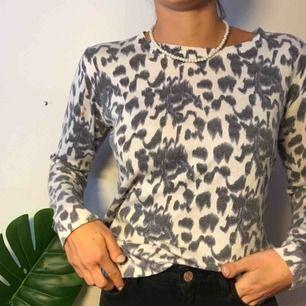 En superfin leopard tröja med bra kvalitet! 🐆 frakt tillkommer 💫