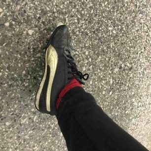 Puma skor väl använda. Sköna att ha på sig.