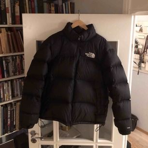 Säljer min älskade North face jacka. Den är i perfekt skick. Köptes på Hollywood i vintras.