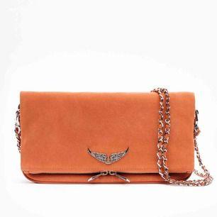 INTRESSEKOLL! Helt ny Zadig et Voltaire väska i oranget mockaläder. Medföljer dustbag och kan nog till och med trolla fram ett kvitto!  Två band (ett crossbody och ett axelband) Säljer baserat på vad högsta bud är💕