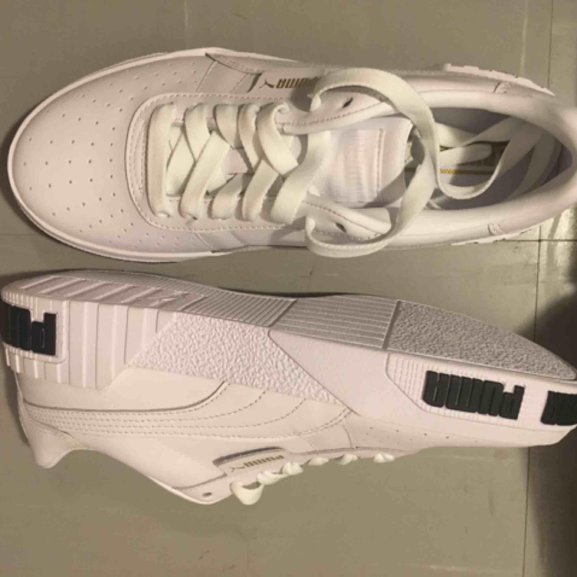 Puma Sneaker White Metallic Gold Size 38.5 new condition . Skor.