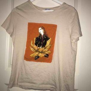 tre t-shirtar, alla i samma storlek men från olika märken, passar xs-s🥰 Pris kan diskuteras!
