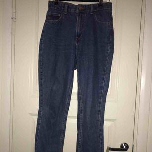 mörk blå mom-fit jeans från beshka! höjmidjade:-)
