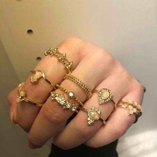 Guldringar, 30kr/st  Aldrig använda/helt nya  Ringarna är i olika storlekar