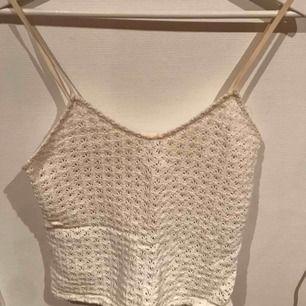 En jättefin sommar tröja från Zara som är tyvärr för liten :( 🌸🌷💐🌺  Skriv för fler bilder eller frågor😘