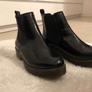 Säljer dessa oanvända skor från ASOS. Har aldrig använts då min fot är för bred för de. Kan mötas upp💓