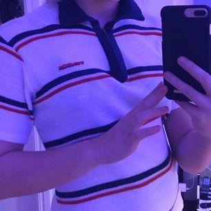 Sååå fin zip T-shirt köpt på second hand🥰 säljer pga ingen användning