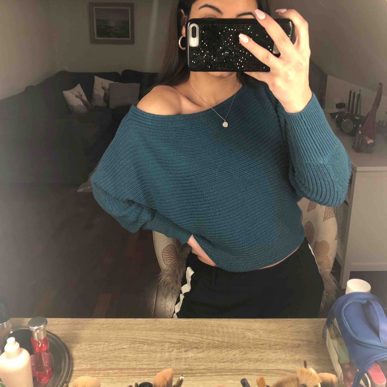 Stickad tröja från Gina Tricot💕 XS men passar även S Färgen ser man bäst på sista bilden⚡️⚡️. Tröjor & Koftor.