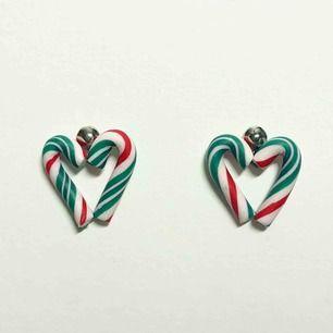 Handgjorda örhängen i form av polka-hjärtan. Nickelfria. Jag bjuder på frakten🥰