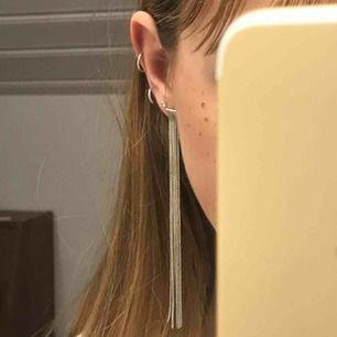 Örhängen från Glitter!!🤝💕💕 Köpta för något år sedan men aldrig använda pga inte egentligen min stil😇