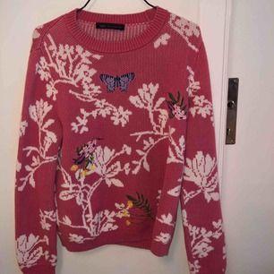 Stickad tröja köpt på vintage butik i Budapest! Så himla fin, men kommer tyvärr inte till användning! 💖
