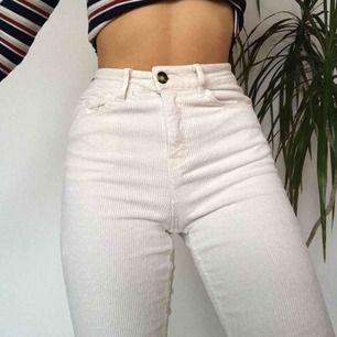Efterfrågade byxor från H&M. Sköna och stretchiga. Frakt tillkommer.  Kika gärna på mina andra plagg!! Dm för mer info