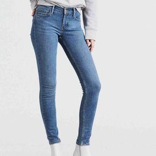 Nya Levis 710 Hypersculpt Super Skinny Jeans  Spårbar frakt ingår. Köpte på svensk onlinebutik, orderbekräftelse kan skickas med. Nypris 1099kr