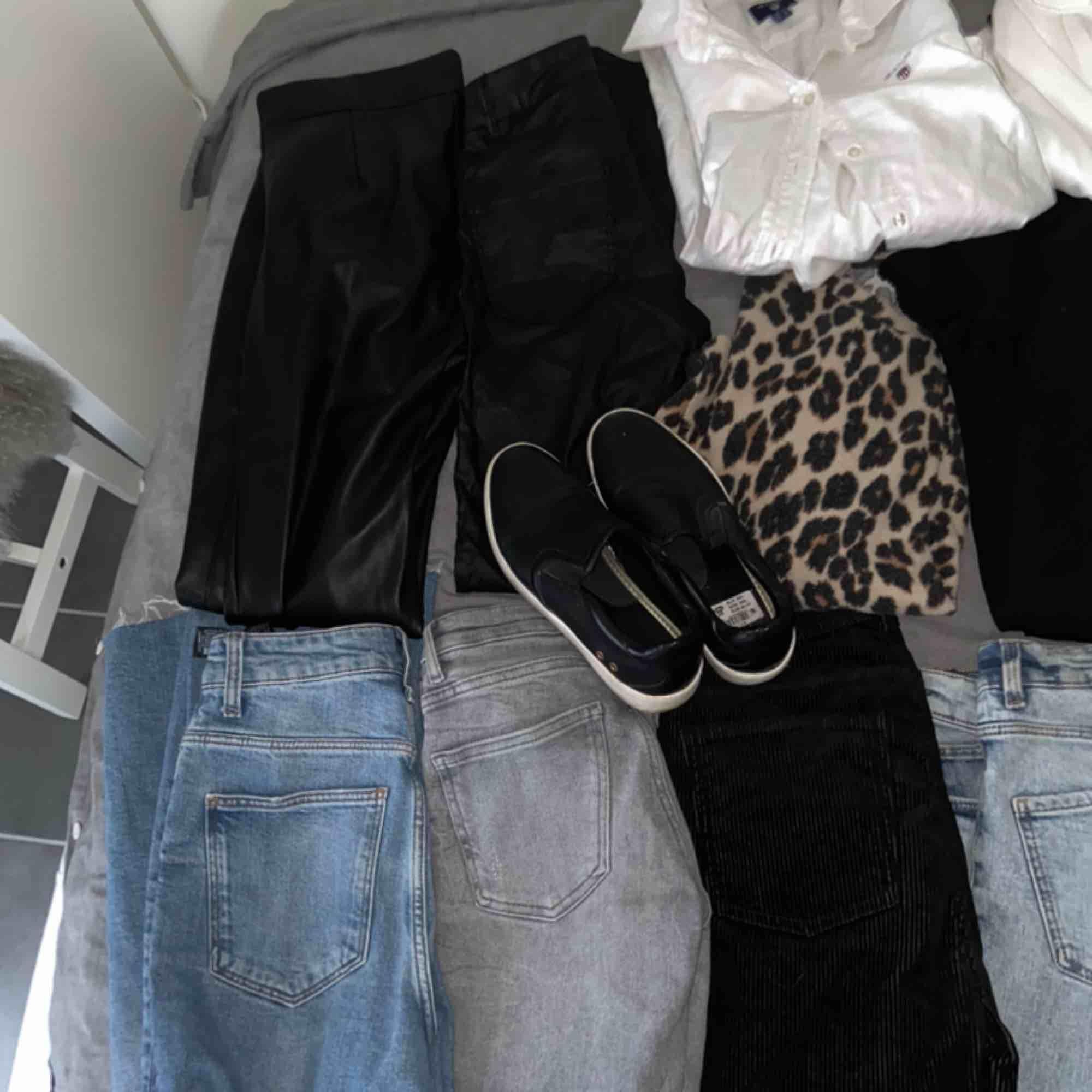 Säljer allt detta pga att allt är för litet. Allt är värt ca 10000kr  Fraktar inte  Möts upp i helsingborg Alla kläder är i storlekar mellan 32-M Allt är i väldigt bra kvalitet och vissa plagg är aldrig använda. Övrigt.