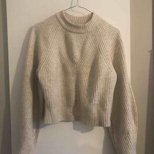 En stickad tröja från weekday, köpt för 500 men säljer för 200
