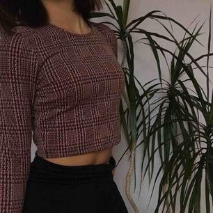 Intressekoll på denna söta tröja. Frakt tillkommer.