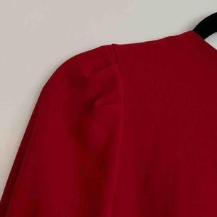 Jätte fin och julig blus från Zara! Köpt för 349 kr och aldrig använd🎅🏼 Köparen står för frakt!