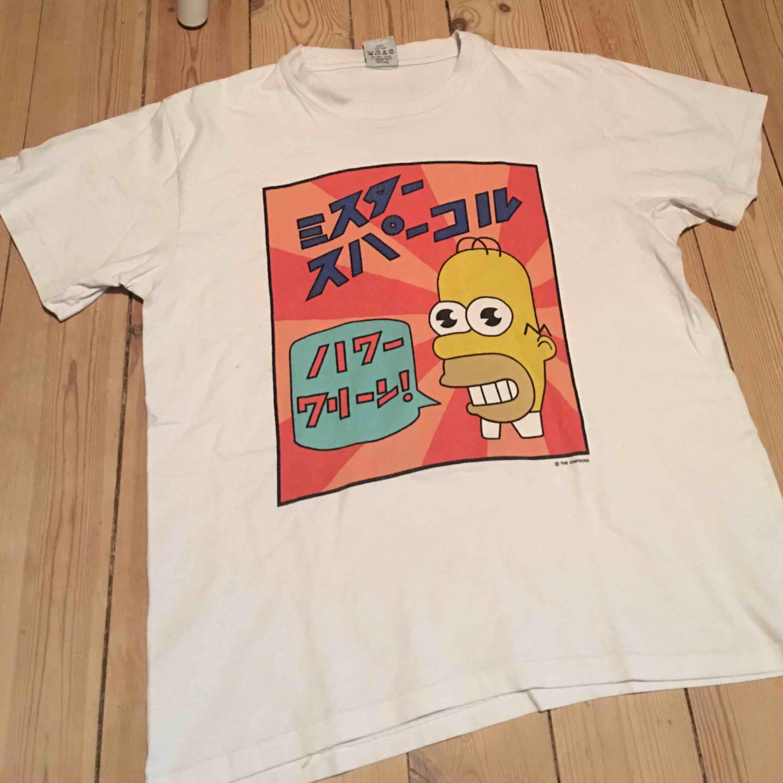 Sååå cool t-shirt som tyvärr inte kommer till användning 😢 har använt men är i mycket bra skick!! Kan mötas i Sthlm eller skicka 👼🏼. T-shirts.