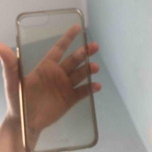 Säljer jätte fint genomskinlig iPhone 7 Plus skal jätte fint och skyddar iPhone kanske bra