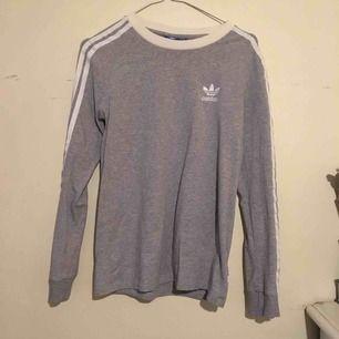 Adidas grå stl. 34-36