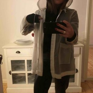 Cool regnjacka från Zara, Limited Edition. Upplever den för liten :(