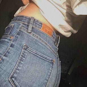 Fina Jeans från Denim, storlek 152. Frakten ligger på 72kr. Fler bilder/frågor skriv!