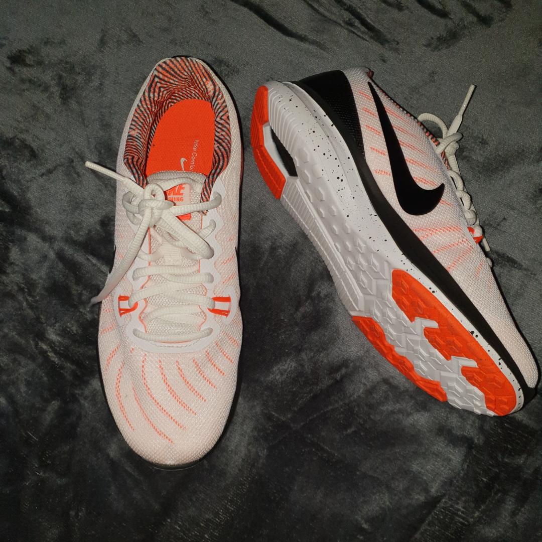 Nike-sneakers, använda en gång inomhus! 💌. Skor.
