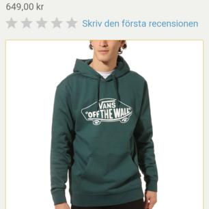 Knappt använd grön hoodie från Vans. Nypris 649kt köparen står för frakt!