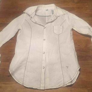Guess skjorta 10-12 år, nyskick