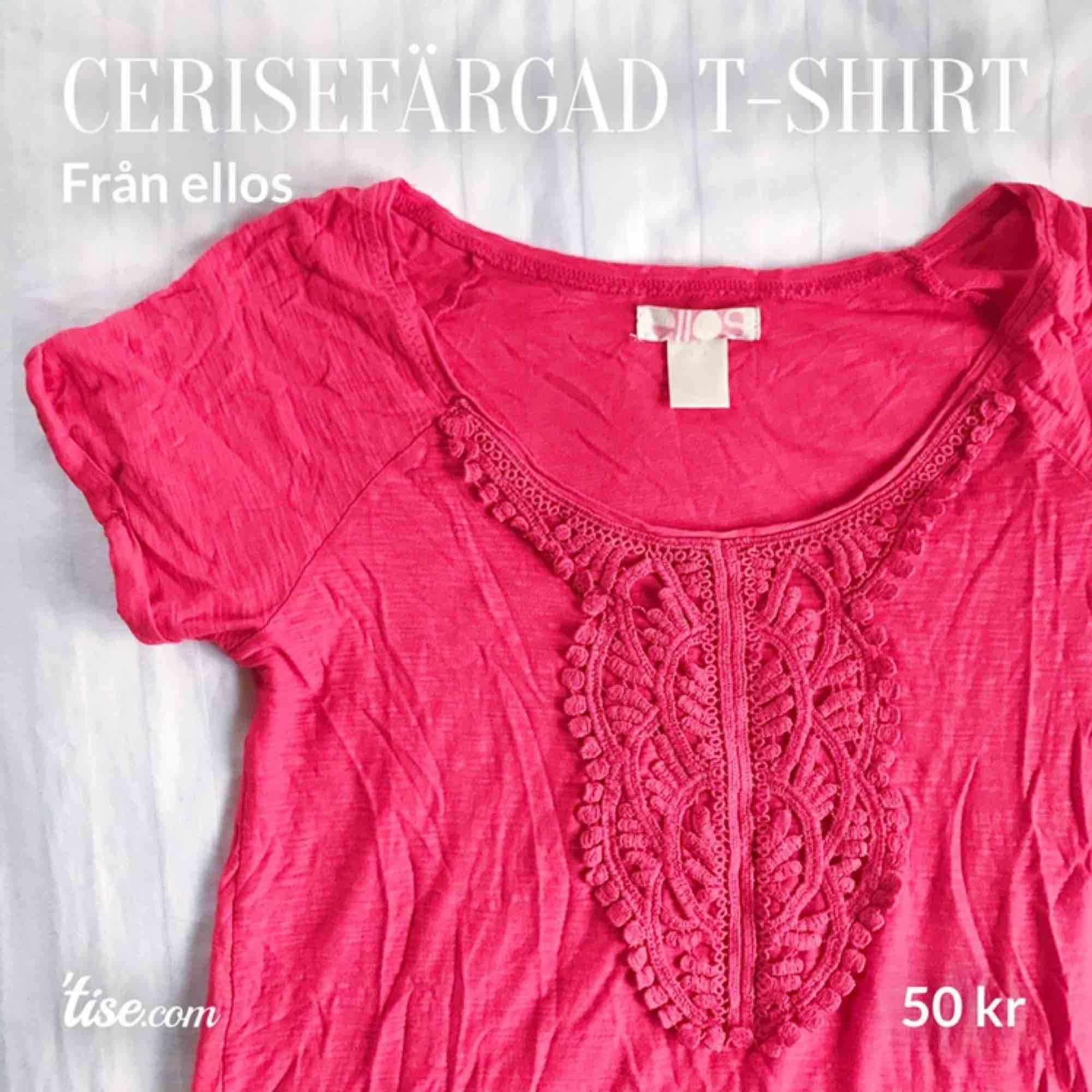 Stark rödrosa, cerisefärgad t-shirt från ellos. Nästan aldrig använd. Köpren står för frakt!. T-shirts.