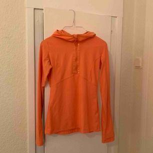 Tajt tränings tröja köpt i London förra året. Frakt står köparen för