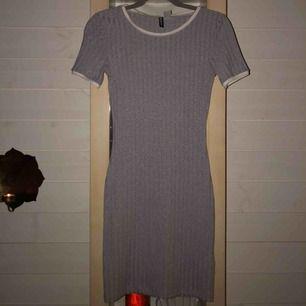 Jätte fin klänning från H&M, sparsamt använd. Köpt för 150 kr, frakt ingår i priset 🥰