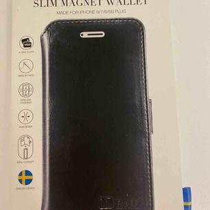 Perfekta julklappen! Jag säljer mitt helt oanvända ideal of Sweden plånboksskal för iPhone 8/7/6 plus pga av att jag inte har en plus mobil. Nypris 299kr. Kan mötas upp i Stockholm annars betalar köpare för frakt.