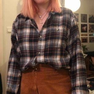Flanellskjorta att leva i!! Ha knäppt, oknäppt, till skolan, sova i eller vad som helst!