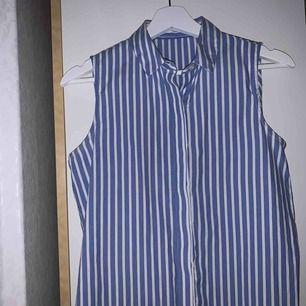 Denna superfina blus passar perfekt vid alla årstider! Antingen kan man ha en bikini under, en t-shirt eller bara som den är. Köpt i Spanien och använd två gånger.