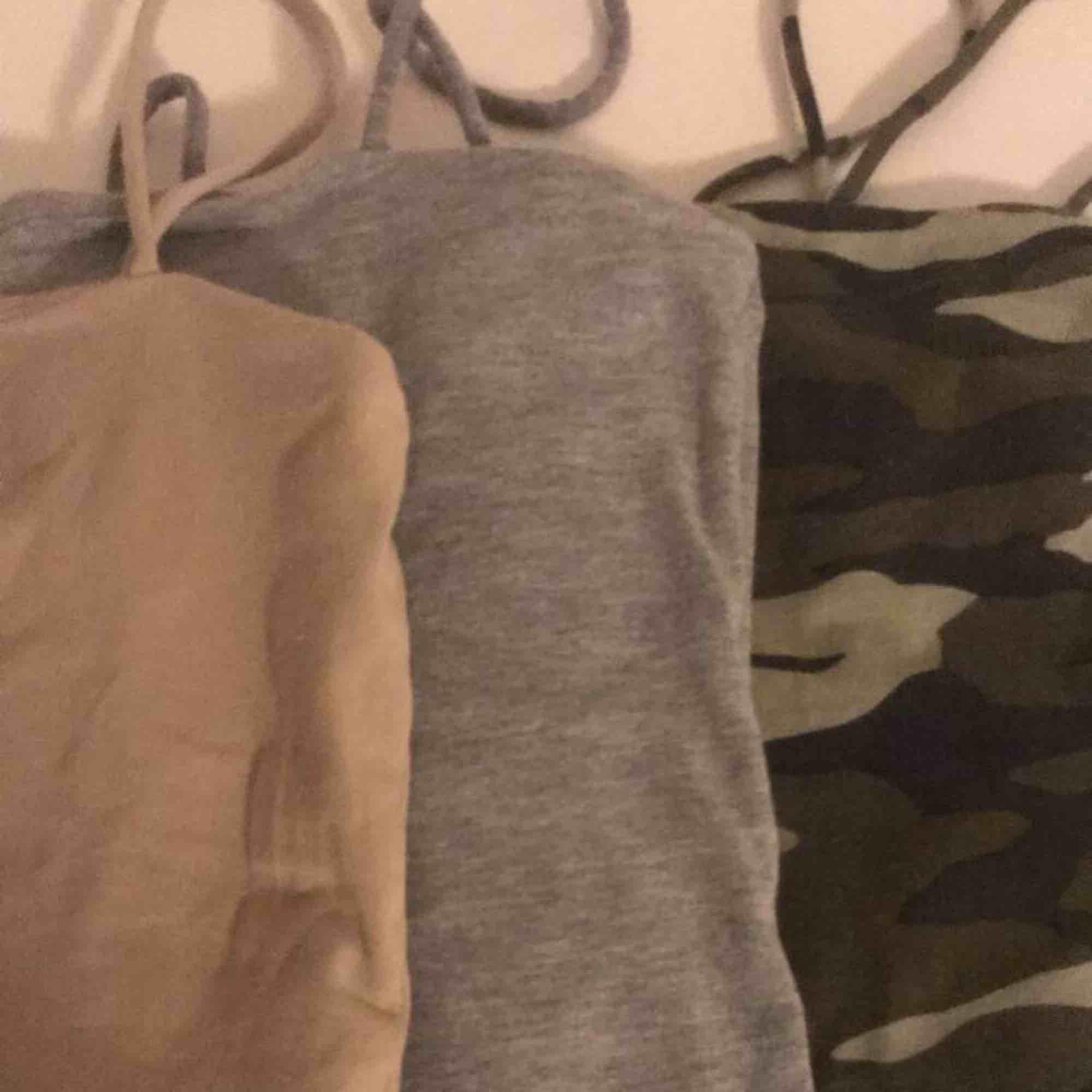 3 stycken ginatricot linnen. Alla för 50kr. Först till kvarn, kan tänka mig gå ner i pris vid snabb affär😊 frakten ligger på 42kr. T-shirts.