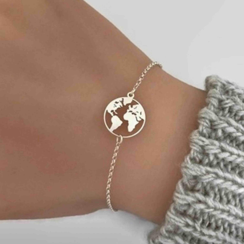 Silvrigt smyckesset i form av jorden/tellus. I setet ingår halsband, armband och örhängen! Fri frakt💞🌎 (säljer även ett guldigt set). Accessoarer.