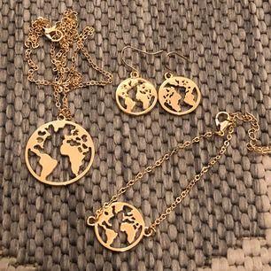 Guldigt smyckesset i form av jorden/tellus. I setet ingår halsband, armband och örhängen! Fri frakt💞🌎 (säljer även ett silvrigt set)