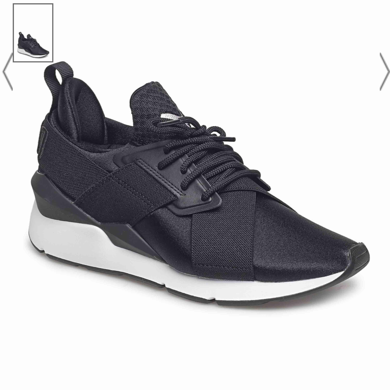 Snygga skor som knappt e använda.. säljs pga att de är för stora. Skor.