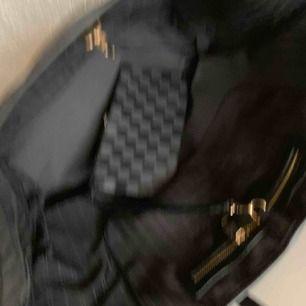 perfekt Julklapp  Ny väska inspirerad Louis Vuitton neverfull    Med stor clutch  mycket bra kopi bra kvalitet Hämtas kan frakta spårbar 65kr