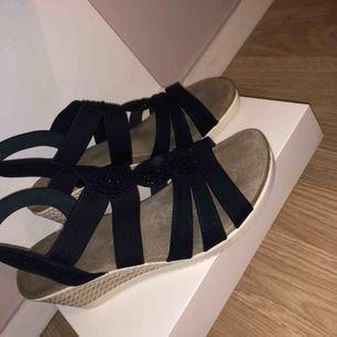 Snygga marinblå skor