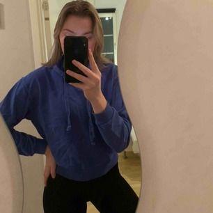 Fin blå-lila hoodie från NAKD, storlek S men skulle säga mer som en xs
