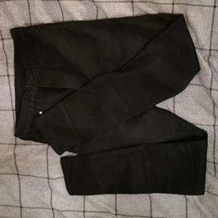 tajta helt oanvända jeans i stl. 30/32 high waist! 150kr+frakt, betala via swish<33