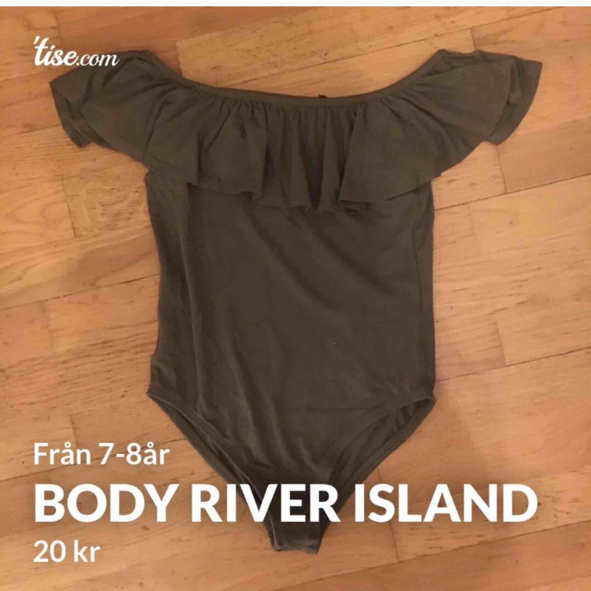 En body från river island . T-shirts.