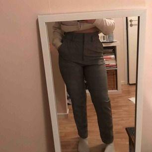 Ett par kostymbyxor jag typ aldrig använt! köpt dom på h&m och det är ett skönt material! Frakt ingår💕